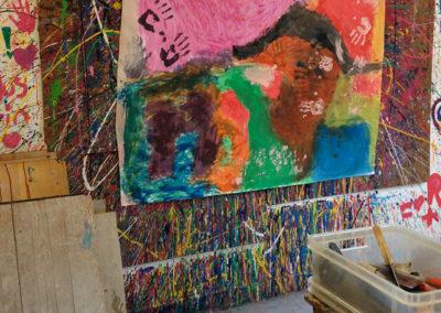 Fingerfarben-malen in der Gruppe (im Stehen)